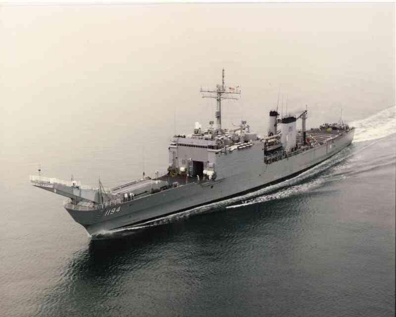 LANDING SHIP TANK (LST) CLASSE NEWPORT  829499USSLaMoureCountyLST1194