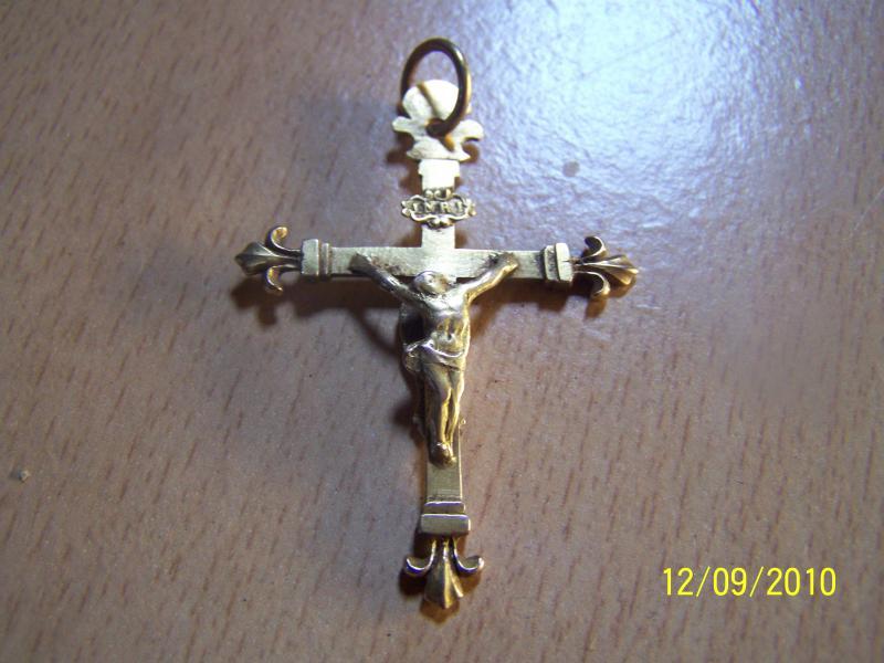 ma plus belle croix .... Crucifix en or orné de fleurs de lys 83679555555_001