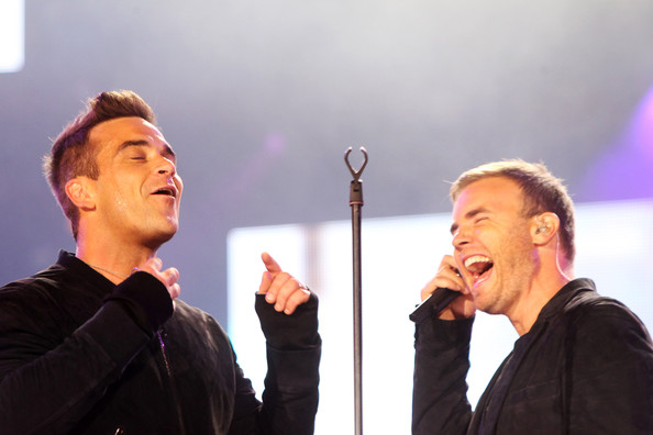 Robbie et Gary au concert Heroes 12-09/2010 839941Gary_Barlow_Heroes_Concert_Show_4qf2JftC_pll