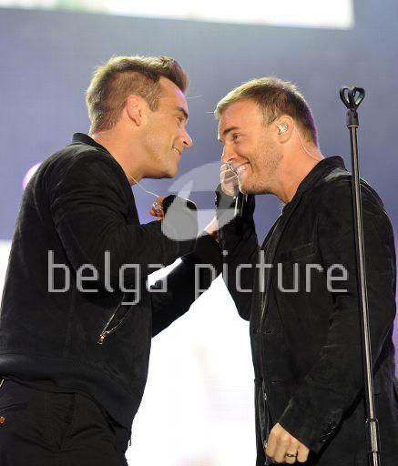 Robbie et Gary au concert Heroes 12-09/2010 84060522295397