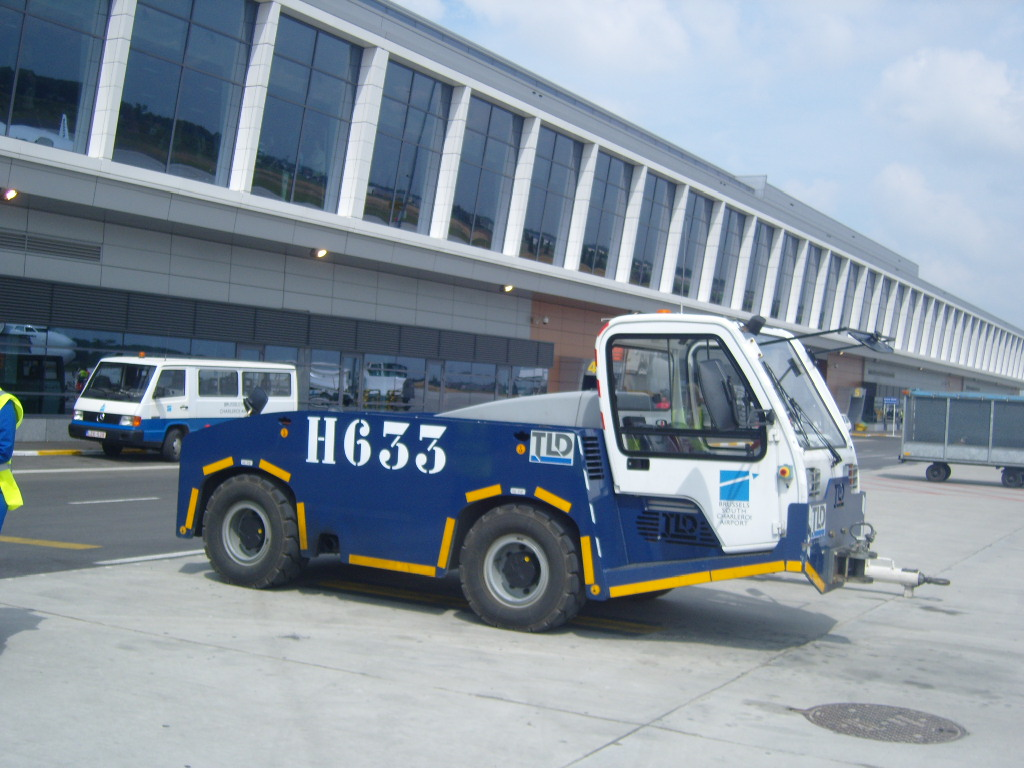 Engins d'aéroports 848519retourales16V0853