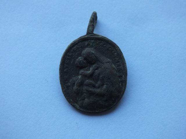 Médaille avers Sainte Marie portant jésus sur son bras / revers  St Joseph - XVIIIème  854237DSCF4692