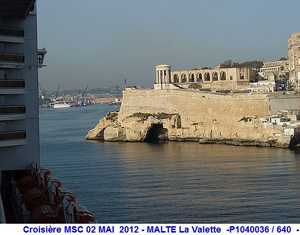 MSC Splendida Du 28 avril au 5 mai 2012 Gêne Barcelone Tunis La valette Taormine Messine Rome 860196P1040036