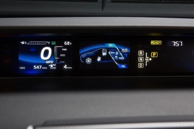 """Toyota se projette dans le futur avec la berline à pile à combustible 'Mirai'"""" 8634122016ToyotaFuelCellVehicle026"""