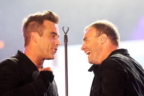 Robbie et Gary au concert Heroes 12-09/2010 865313Gary_Barlow_Heroes_Concert_Show_2NDezVyCAN6l