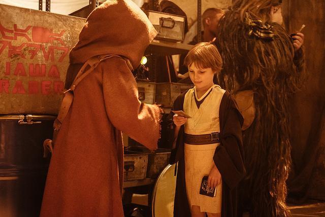 [Lucasfilm] Star Wars - les six premiers films (1977-2005) - Page 3 868087swlon9