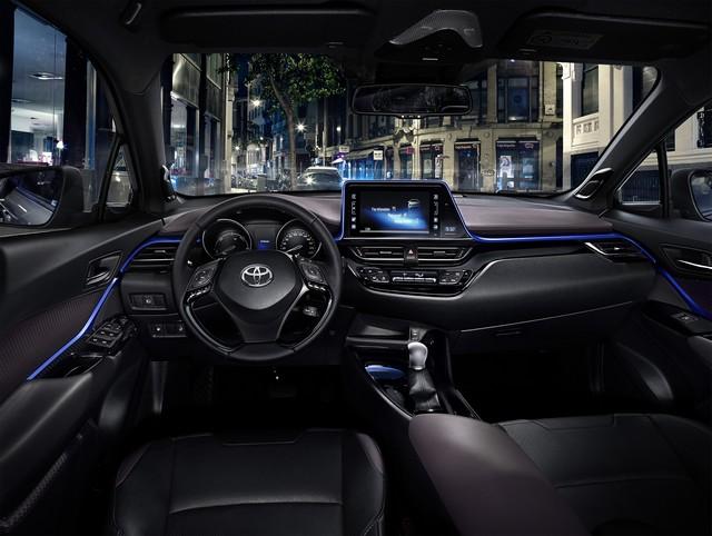 Les Hybrides Électrisent Les Ventes De Toyota En Europe 8682612016CHRDetail16