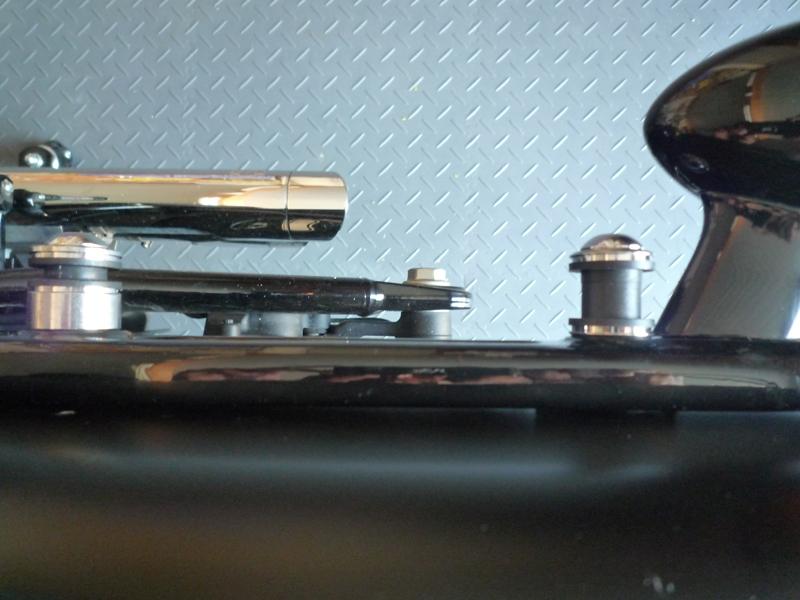 Montage d'un sissy-bar amovible sur mon SLIM... 86934811Ctpotsdroitevuededessus