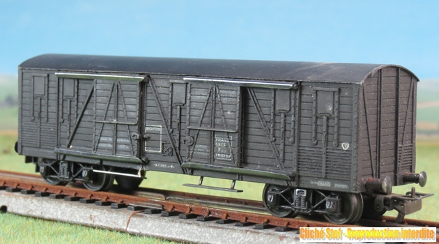 Wagons couverts à bogies zamak 876756VBcouvertBogiesTPUSzamacbrunIMG3541R