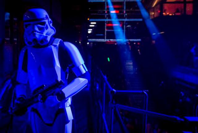[Lucasfilm] Star Wars - les six premiers films (1977-2005) - Page 3 885031swlon5