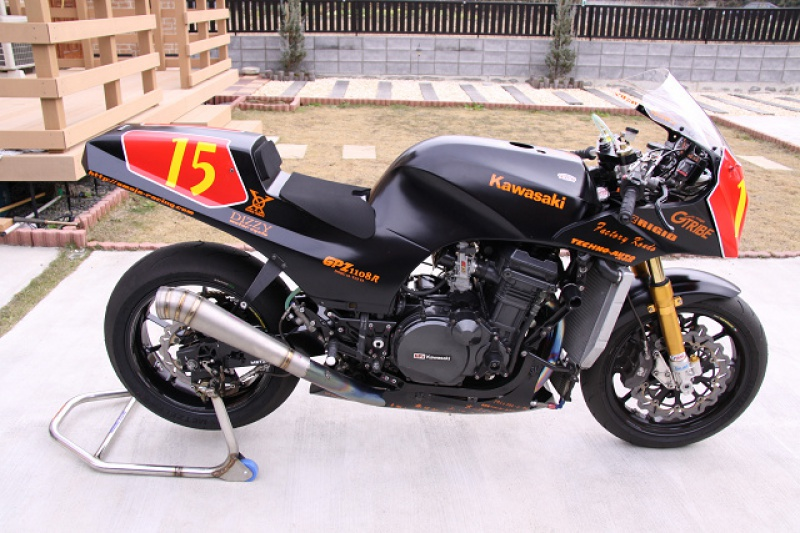 Kawasaki GPZ-R 900 et 750, 1000 RX, ZX 10 TOMCAT - Page 4 893483amajaracing2346