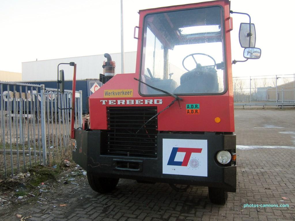 Les camions de manutention Terberg et Mol. - Page 2 897276photoscamions14III2013317