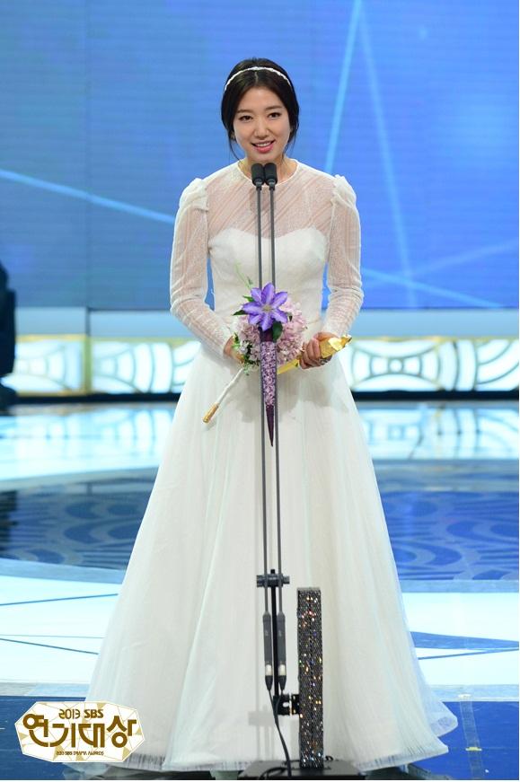 Park Shin Hye au SBS Drama Awards 2013 90293136731376762a72208f