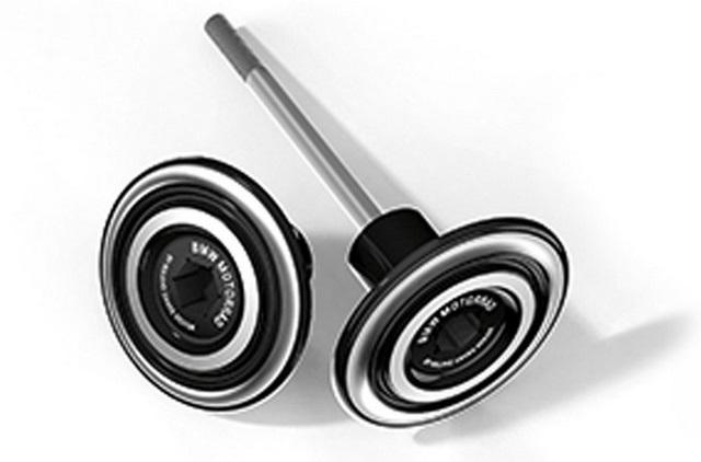 BMW Motorrad : accessoires « Machined » pour les BMW R NineT. 913867recouvrementaxederouearrire