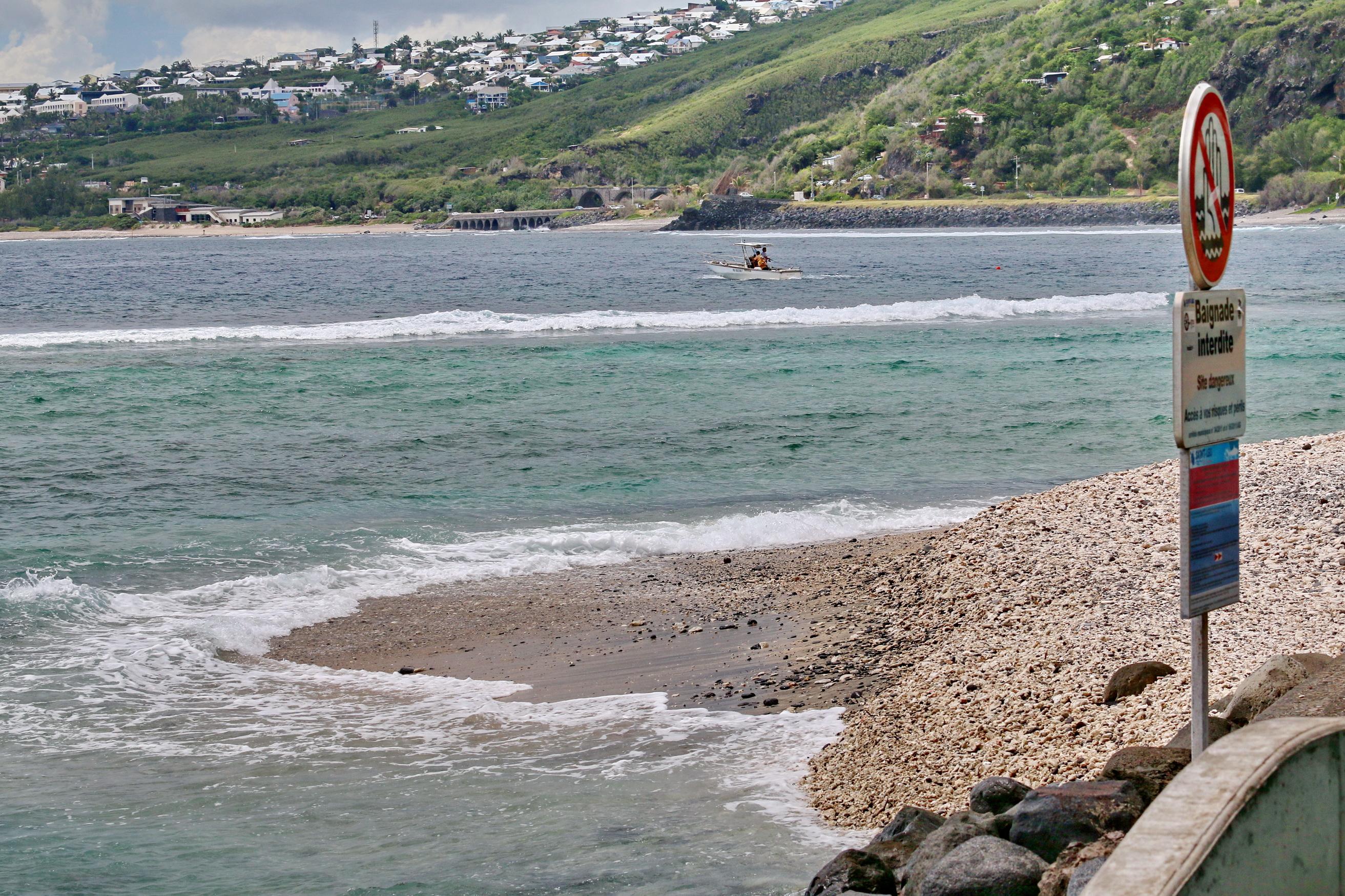 [Vie des ports] Les ports de la Réunion - Page 3 916793stpierrestleu70d126