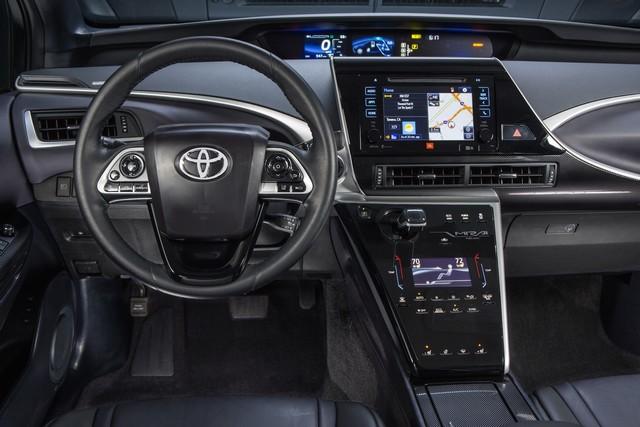 """Toyota se projette dans le futur avec la berline à pile à combustible 'Mirai'"""" 9177682016ToyotaFuelCellVehicle011"""