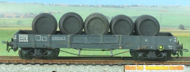 Wagons plats à bogies maquette et semi maquette chargés 918834VBplatTPmaquettegristonneauxnoirsIMG3107