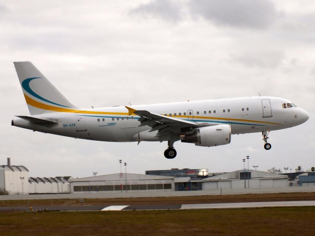 [21/12/2013] A319CJ (9H-AVK) Comlux    921736Decembren7010