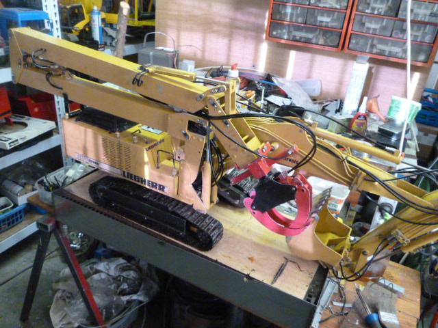 pelles électro hydrauliques LIEBHERR 964 B - Page 10 923384P1030563