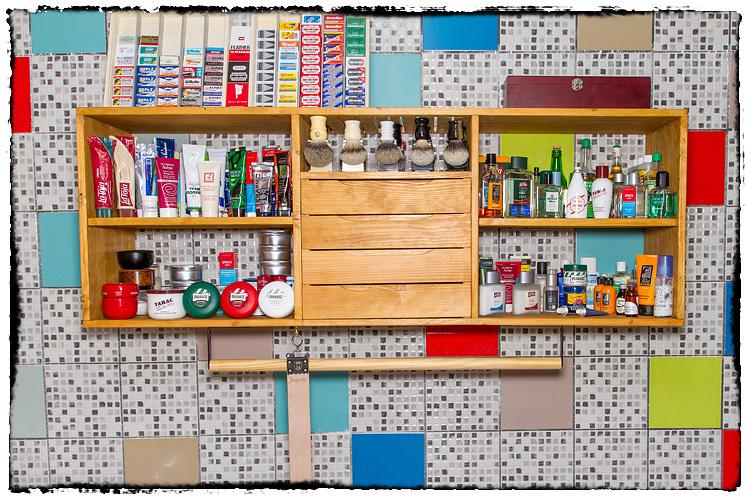 Photos de votre armoire spéciale rasage (ou de la partie réservée au rasage) - Page 2 924387Overview5460