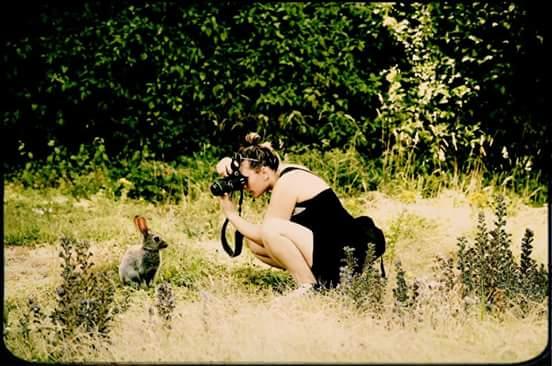 Le lapin et la photographe ...lol  926625FBIMG1447361615547