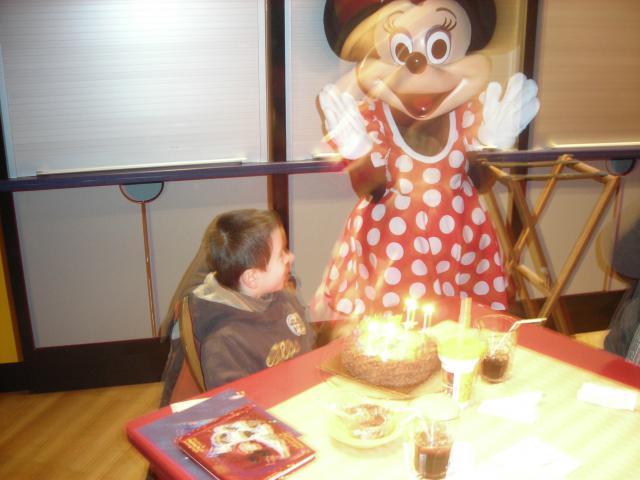 [Disneyland Paris] Premier séjour au DLH (31 janv.-2 fév. 2011) + un anniversaire inoubliable ! - Page 4 934520146