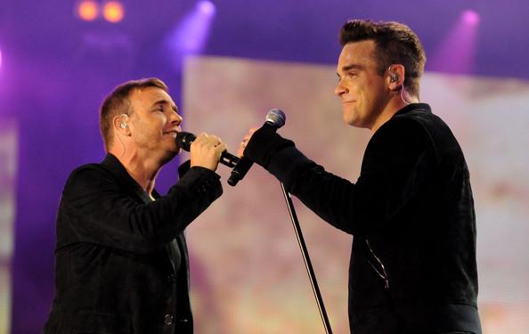 Robbie et Gary au concert Heroes 12-09/2010 934595Gary_Barlow_Heroes_Concert_Show_OPKcDyJmjf2l