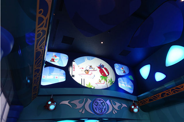 [Tokyo Disneyland] Nouvelle attraction : Stitch Encounter (17 juillet 2015) - Page 2 938796sti3