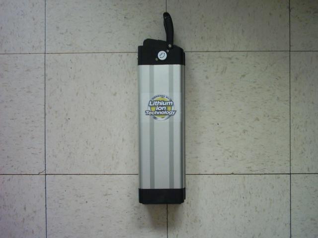 Recherché : kit de batterie arrière LifePo4 36V/9Ah pour Vélec 948762IMG00