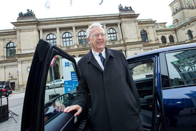Le premier client allemand de Mirai vient de recevoir sa voiture à Hambourg 949123HA2676
