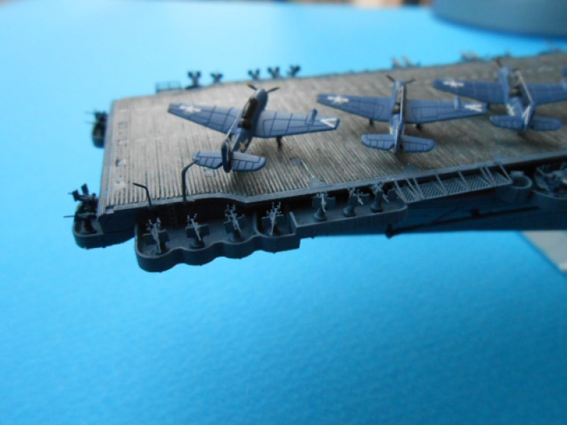 Le Saratoga 1/700 Tamiya pont en bois + PE 949595Sarafini006