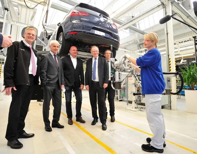 Visite de Stephan Weil, Premier Ministre, à l'usine Volkswagen de Wolfsburg  951020thddb2015al03830large
