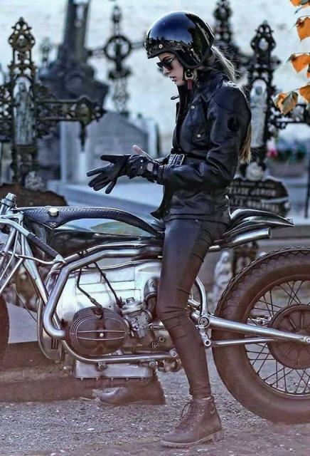 C'est ici qu'on met les bien molles....BMW Café Racer - Page 3 963444152322797779304723448283132003335186005480n