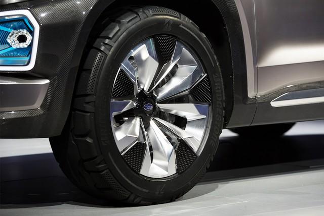 Subaru a dévoilé le concept VIZIV-7 SUV au salon Los Angeles 2016  964653motorshowliveconcept8