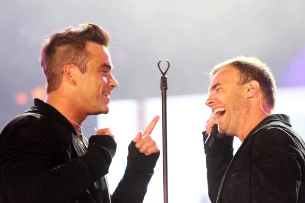 Robbie et Gary au concert Heroes 12-09/2010 967481Gary_Barlow_Heroes_Concert_Show_aDDRhbw67H0l