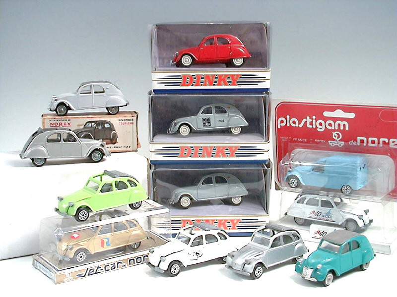 Citroën 2CV - 1957  - Dinky DY 32 - Matchbox Collection. 971378rouge75jahre