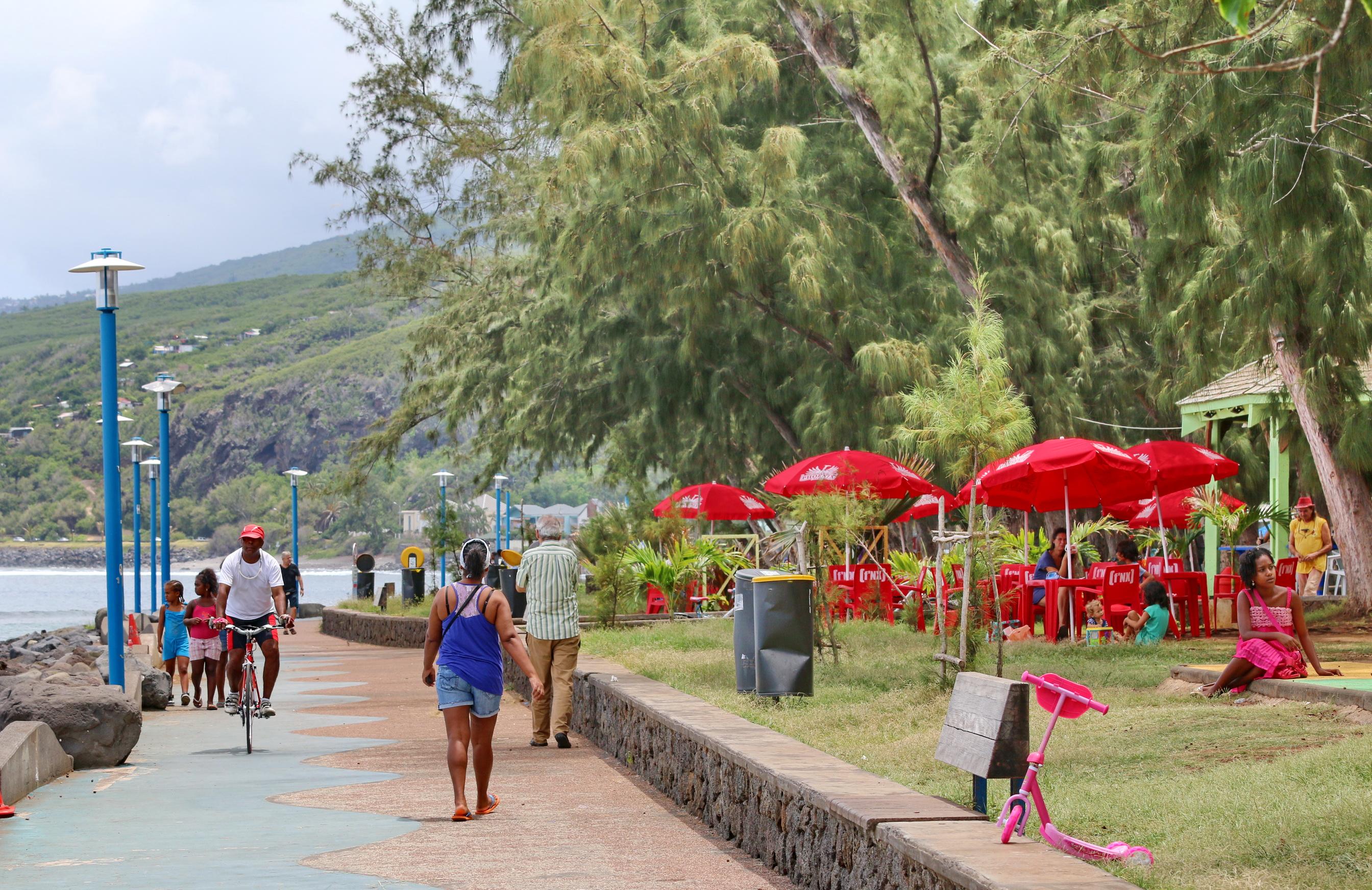 [Vie des ports] Les ports de la Réunion - Page 3 972111stpierrestleu70d051