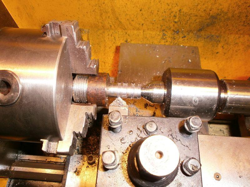 Fabrication d'un raccord pour ma pompe à lubrifiant 972673PB090023