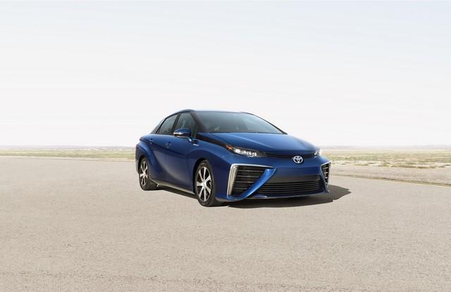 Toyota : La voiture du futur est là. Elle s'appelle 'Mirai  9755952014ToyotaParisMSMiraiFuelCellSedan