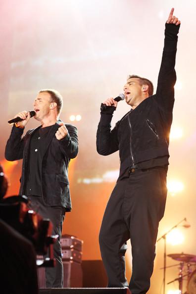 Robbie et Gary au concert Heroes 12-09/2010 978138Gary_Barlow_Heroes_Concert_Show__bUvd_k4BvHl