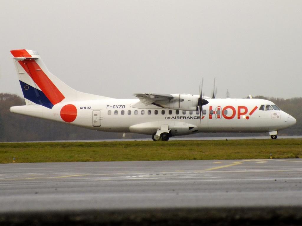 [14/12/2013] ATR-42 (F-GVZD) Hop! 980424Decembren4174