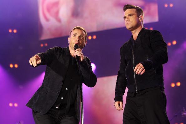 Robbie et Gary au concert Heroes 12-09/2010 981305Gary_Barlow_Heroes_Concert_Show_FFSRpPfpZSCl