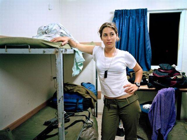 Armée Israélienne 991535israeli_military_girls_640_47