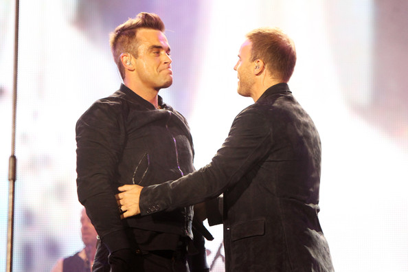 Robbie et Gary au concert Heroes 12-09/2010 992709Gary_Barlow_Heroes_Concert_Show_D2MspdTE9f2l