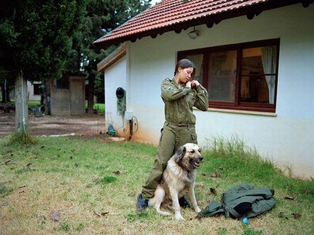 Armée Israélienne 992995israeli_military_girls_640_51