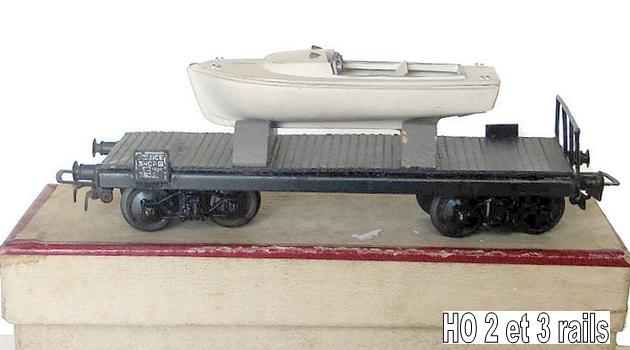 Wagons plats à bogies maquette et semi maquette chargés 993568VBHoWagonPlatPorteBateauRef447Bat1958R