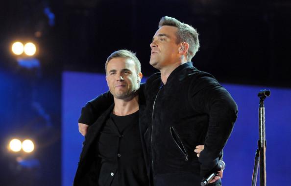 Robbie et Gary au concert Heroes 12-09/2010 996661Gary_Barlow_Heroes_Concert_Show_aFa1ILdvk2il