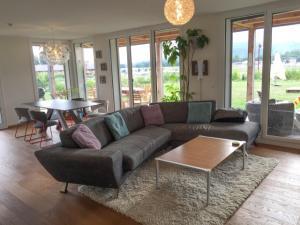 Relooking séjour : meuble TV mural, rideaux et .... Mini_46707120160829IMG3070