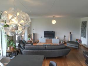 Relooking séjour : meuble TV mural, rideaux et .... Mini_73917720160829IMG3072
