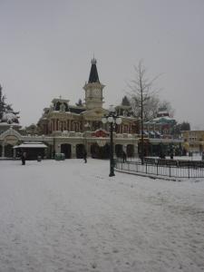Disney et le mauvais temps (orage, pluie, neige, grêle...) - Page 24 Mini_944819200113047
